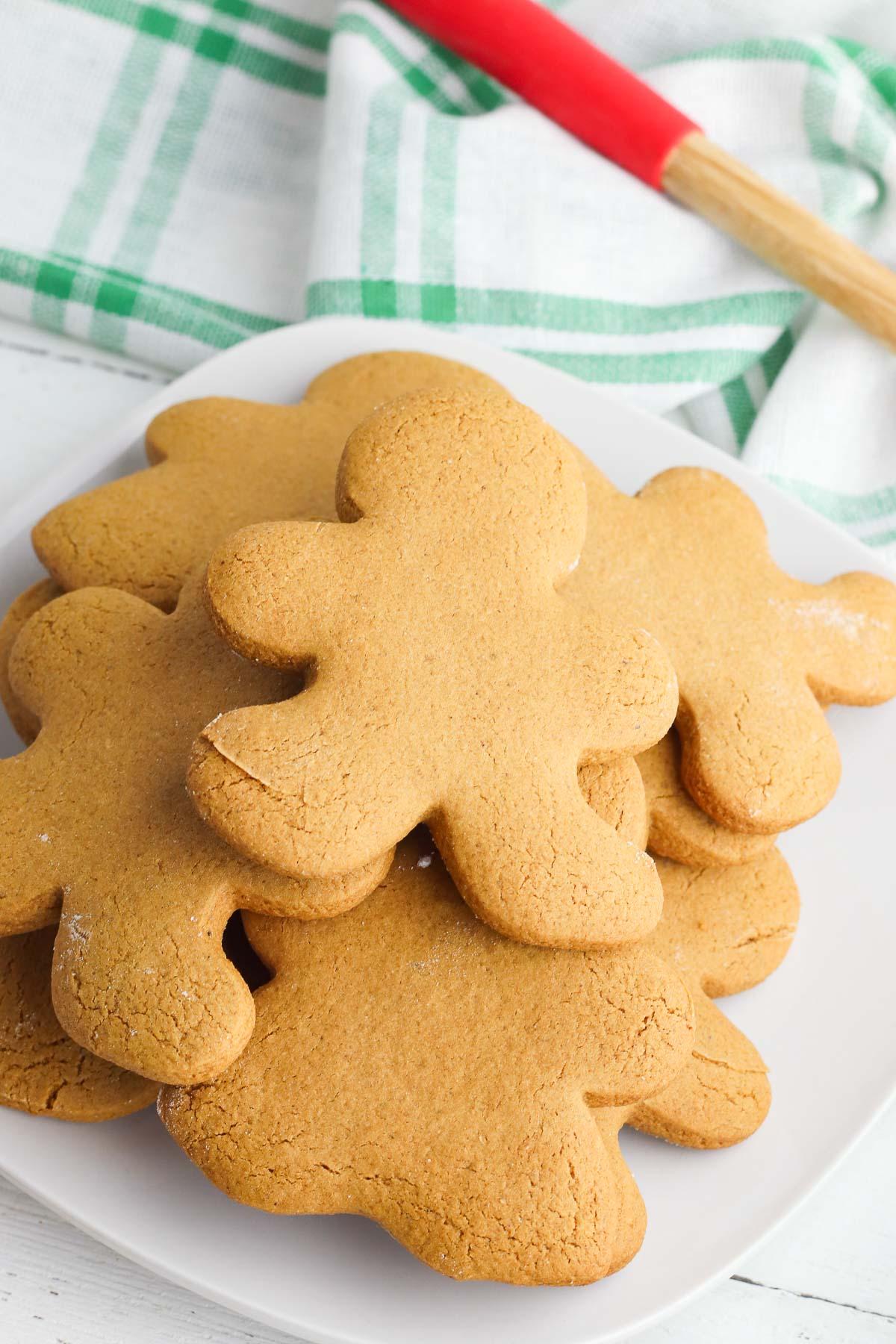pile of gingerbread men cookies