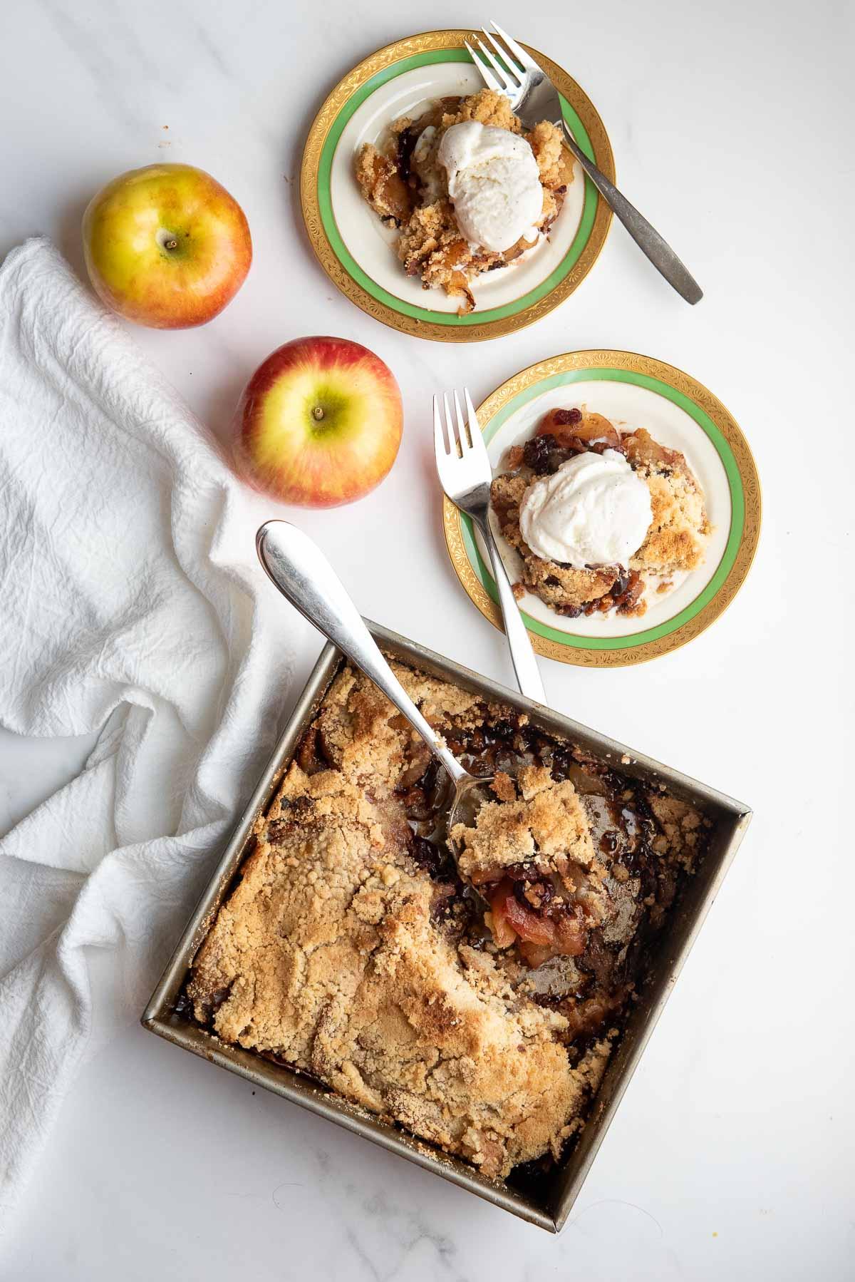 apple crisp in pan and servings
