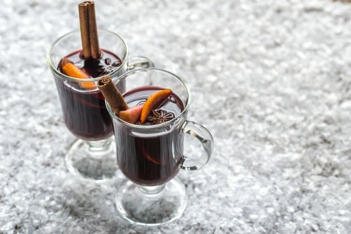 mugs of glogg in the snow