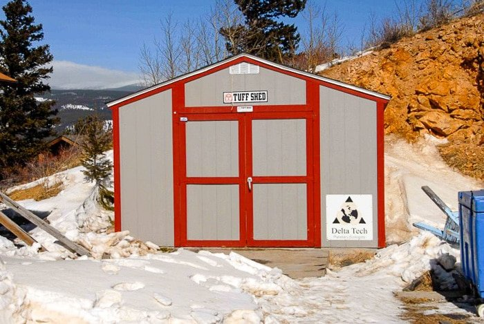 tuft shed where Grandpa Bredo is frozen