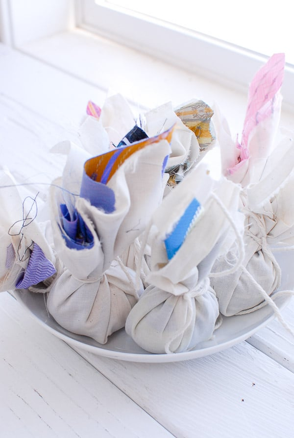 making silk dyed eggs wrapped in muslin