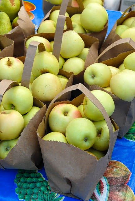 Bags of Colorado Apples at the Vail Farmer's Market - BoulderLocavore.com