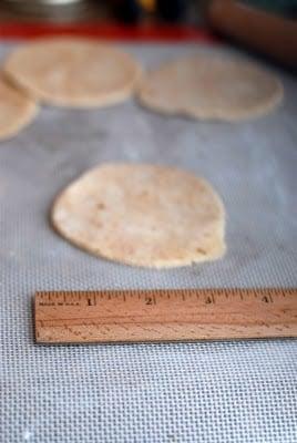 measuring empanada dough circles