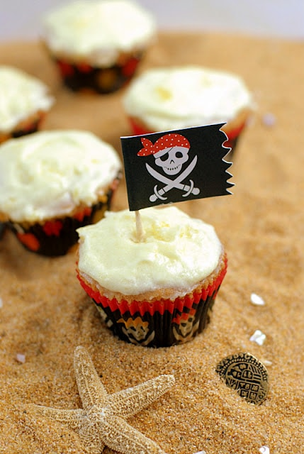 run cupackes with pirate flag