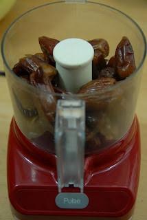 dates in a mini food prepper
