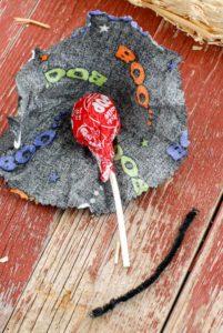 Halloween Trick or Treat Wreath Instructions lollipop in wrapper