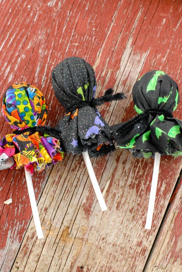 Halloween Trick or Treat Wreath Instructions lollipops in fabric wrappers