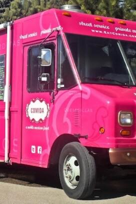 pink Comida food truck