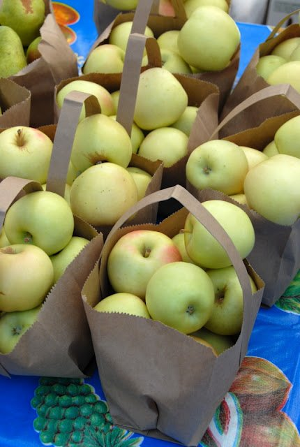 bags of apples at Farmer\'s Market