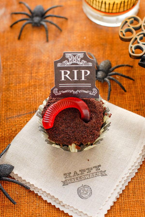 graveyard cupcake with gummy worm
