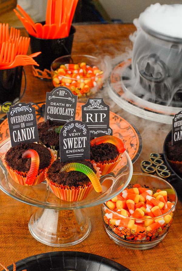 graveyard halloween cupcakes on glass cake stand