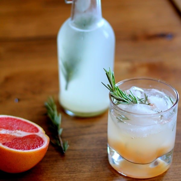 Grapefruit Rosemary Ginger Beer {Delicious Probiotic Drinks | Skyhorse Publishing} | BoulderLocavore.com