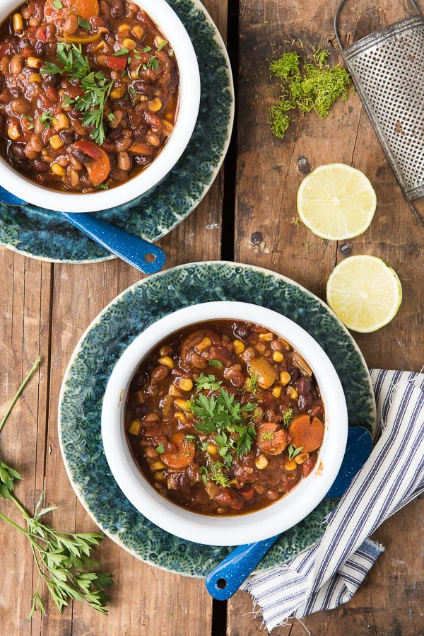Slow Cooker Tangy Baked Bean Chili. The best flavors of sweet baked beans and spicy black bean chili in one! Vegetarian and you won't miss the meat with the depth of flavor. - BoulderLocavore.com