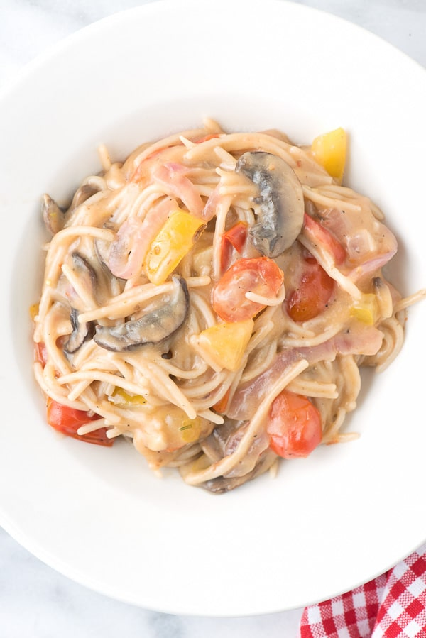 Spicy One Pot Gluten-Free Tomato Mushroom Basil Pasta - BoulderLocavore.com
