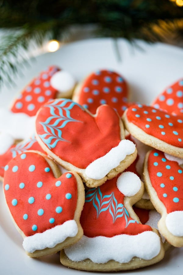 Christmas Hat and Mitten Cookies (with decorating tutorial) Gluten-Free | Noshtastic