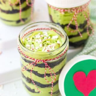 GRINCH CAKES TITLE IMAGE