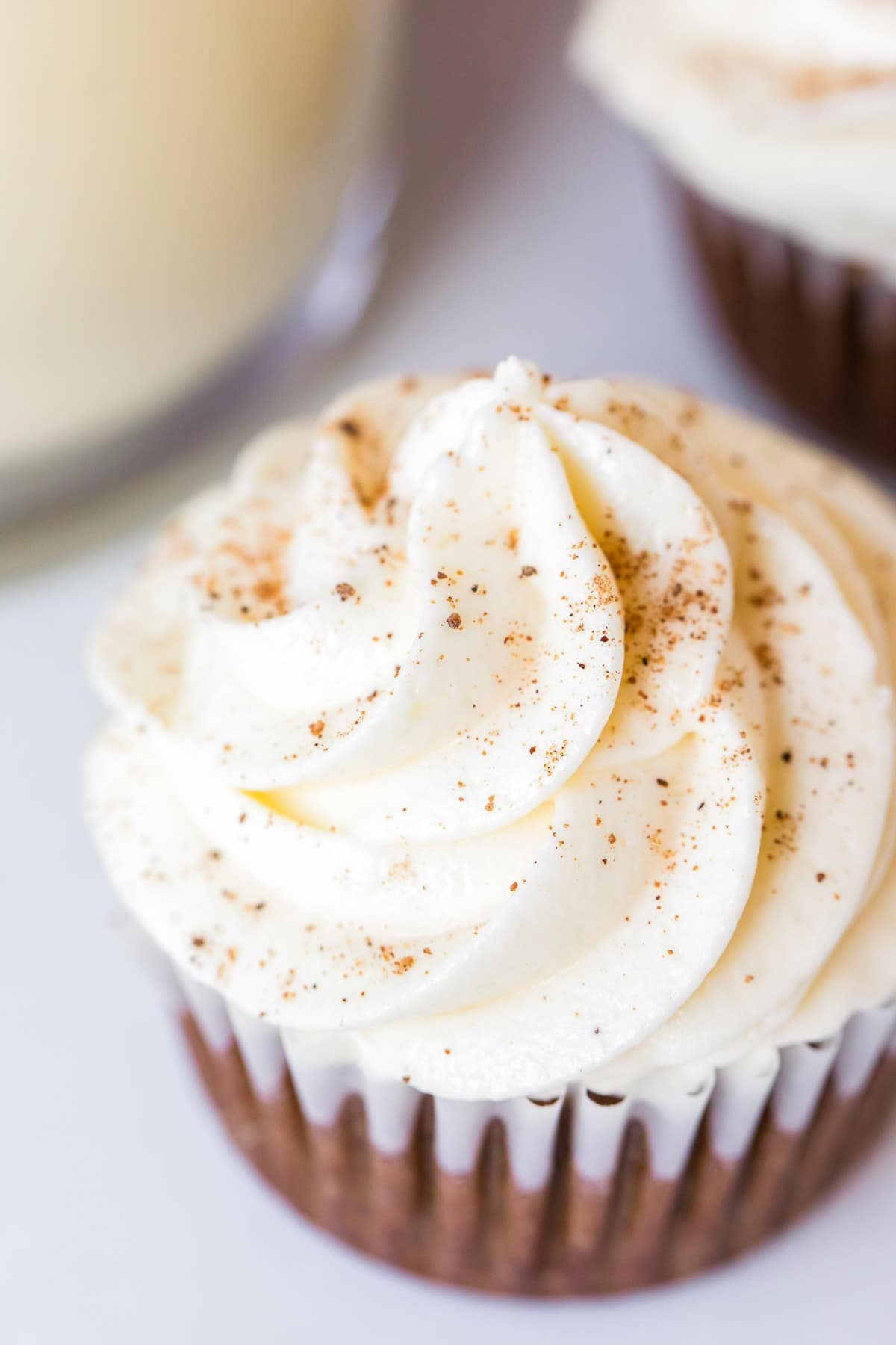 gingerbread cupcakes with eggnog frosting close up