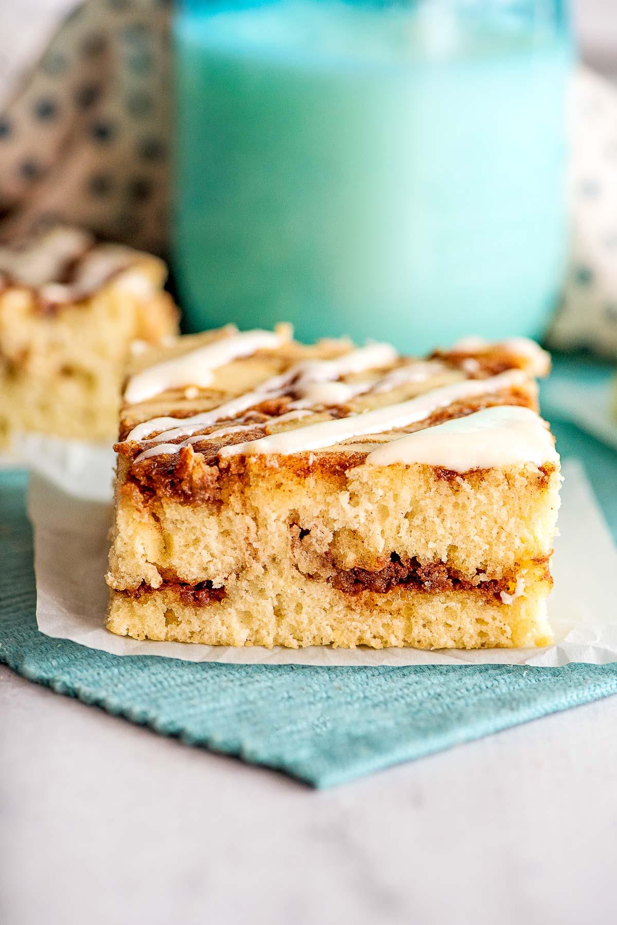 slice cinnamon roll cake inside