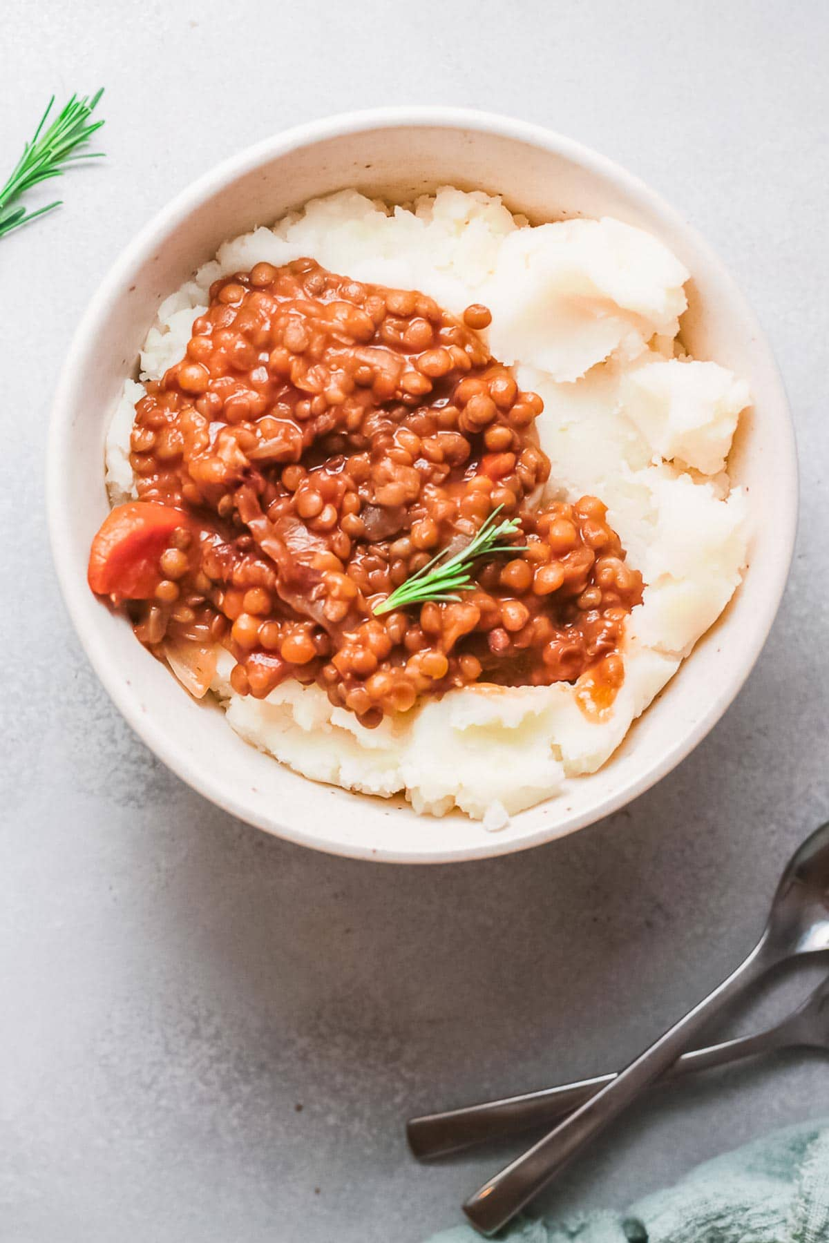 lentils with mashed potatoes WITH SPOONS