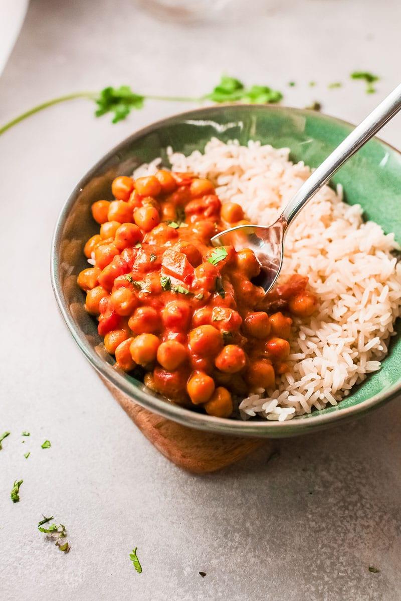 chana masala in bowl