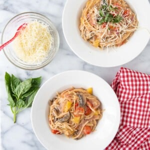 two bowls of one pot pasta
