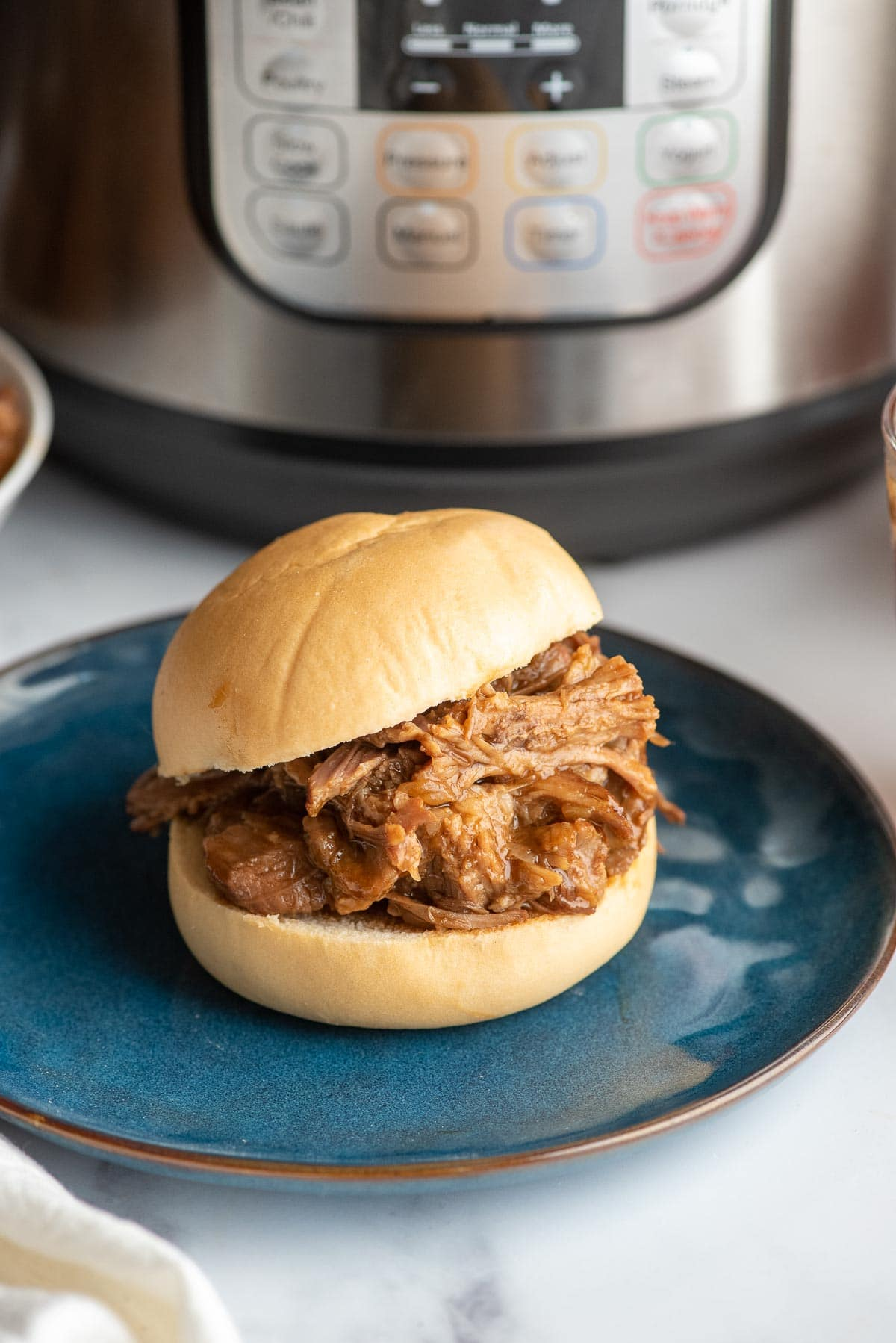 bbq pulled pork sandwich with Instant Pot