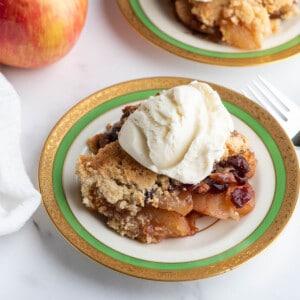 apple crisp on plate
