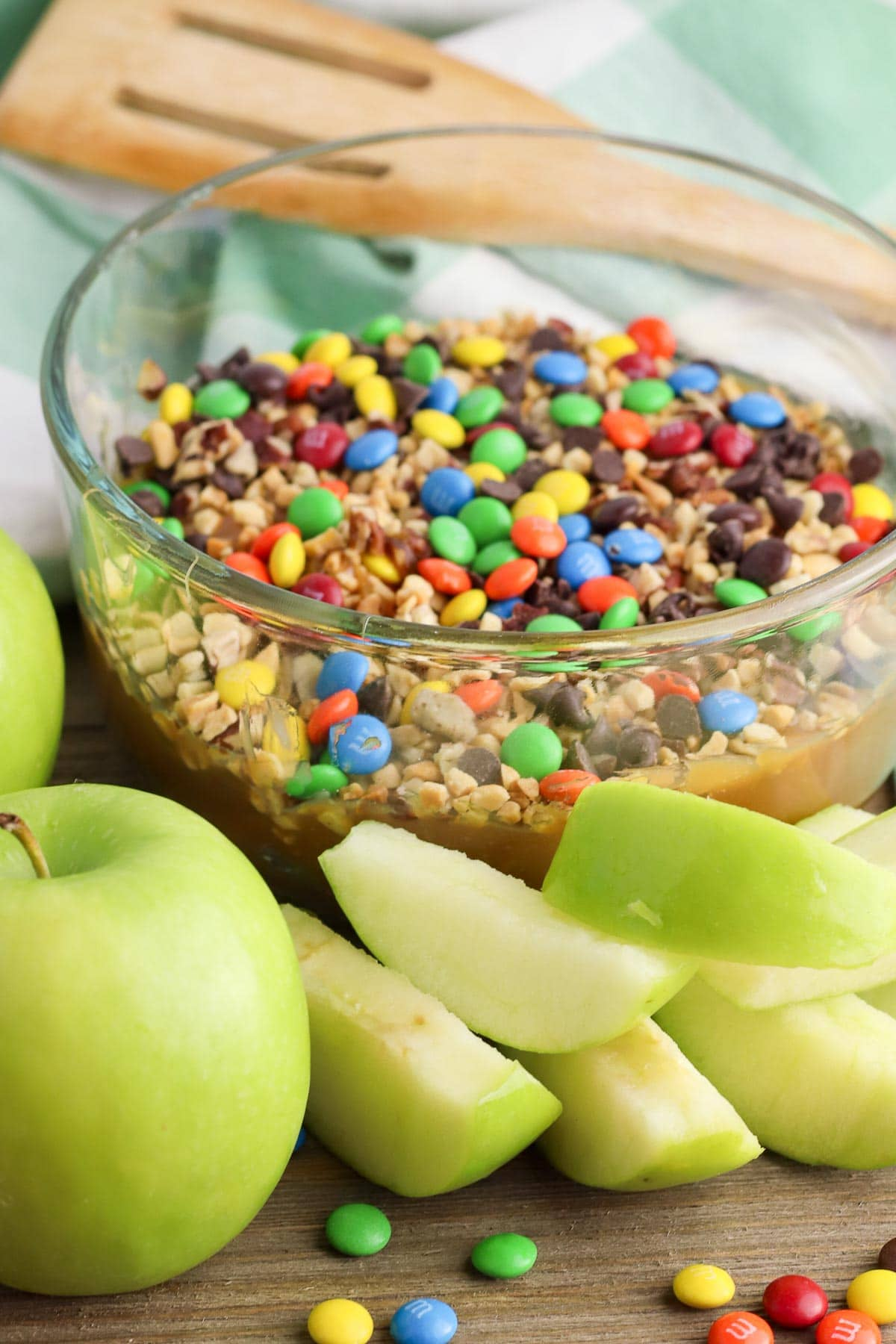caramel apple dip with apple slices