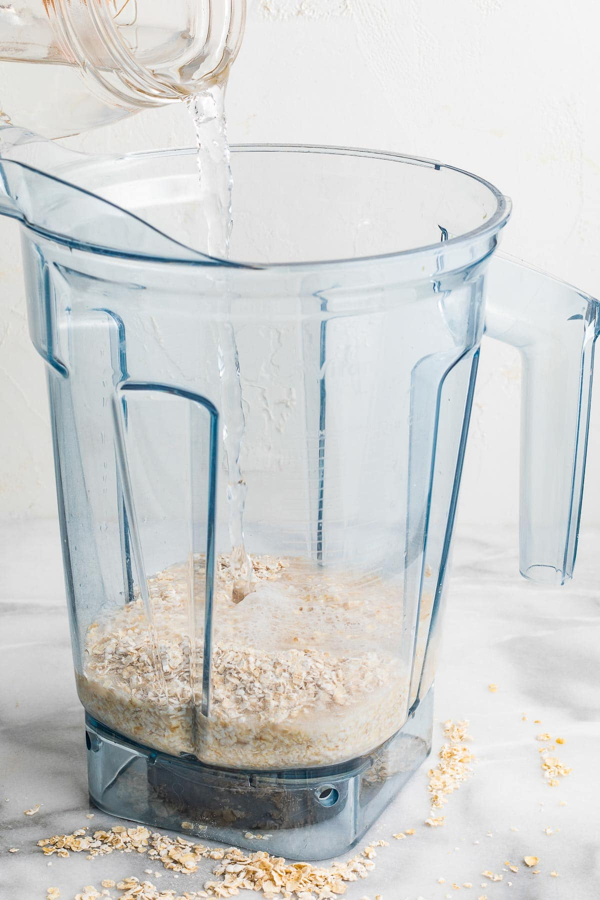 rolled oats in the blender with water