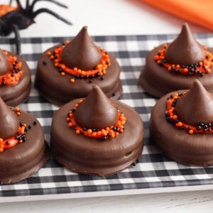 witch hat halloween cookies square