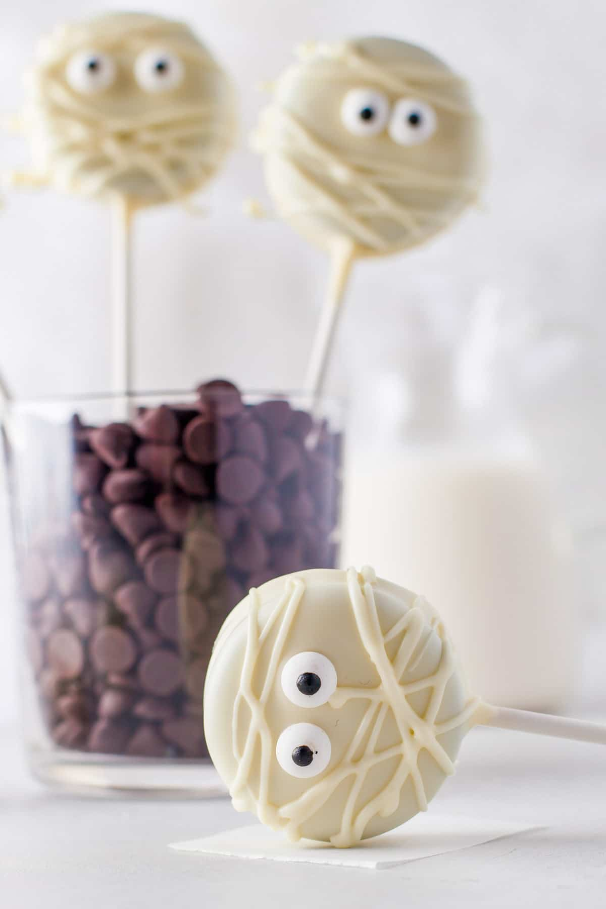 mummy oreo cookie pop on surface